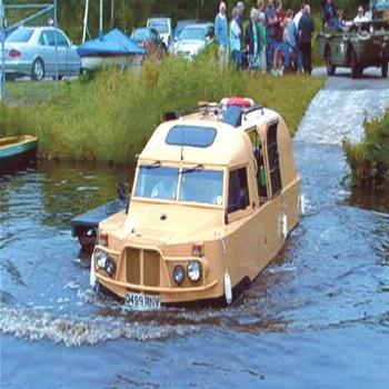Briton Nick Topping built the Amphibus from 1994 using a steel hull a Ford Transit diesel engine an